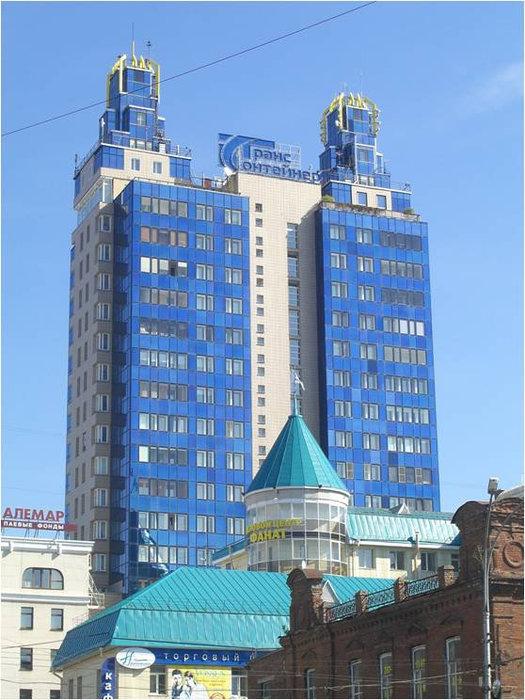 Двухвостка или дом из синего зеркального стекла