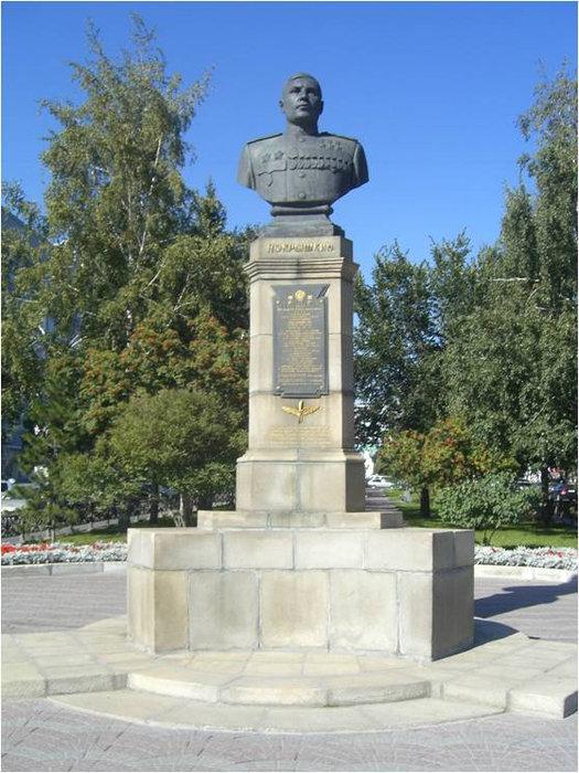Бюст-монумент А.И. Покрышкина