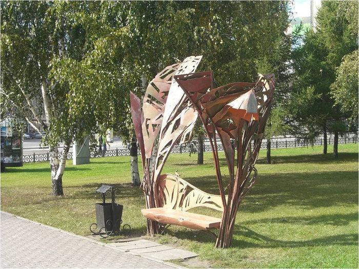 Интересная скамеечка