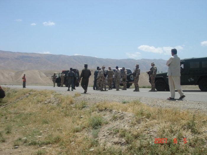 Афганистан. Проезд закрыт, дорога заминирована.