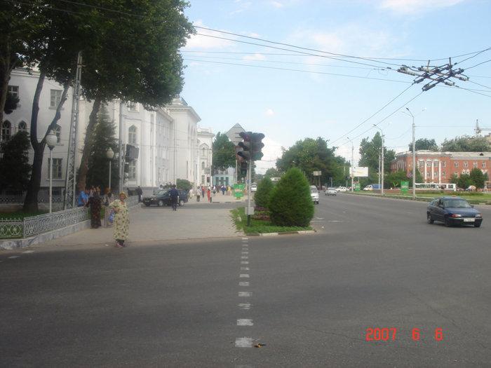 Душанбе, улицы практически пустые.