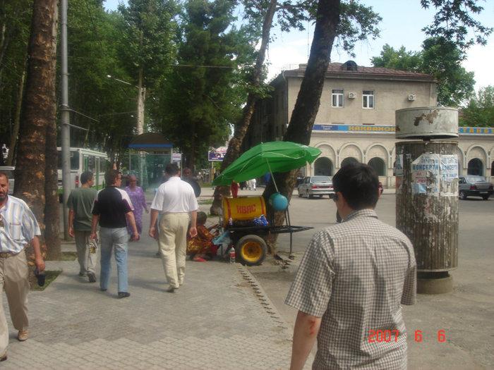 Душанбе. Как в советские времена, бочки с квасом.