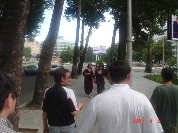 Гуляние по улицам города Душанбе.