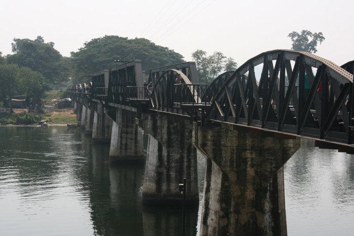 знаменитый мост через реку Квай