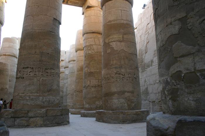 колоннада Карнакского храма