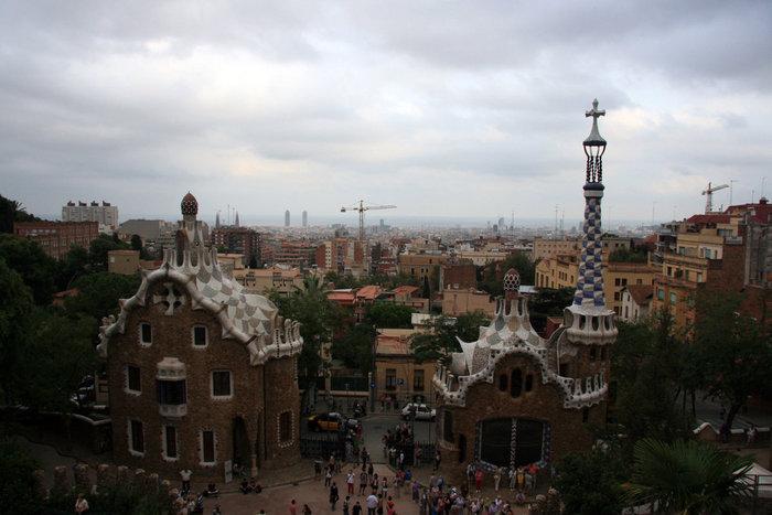 вид на Барселону со смотровой площадки в парке Гуэль