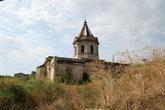 Развалины армянского храма на пустыре
