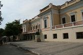 Дом в итальянском стиле, в котором жил Айвазовский, а сейчас находится галерея с его картинами