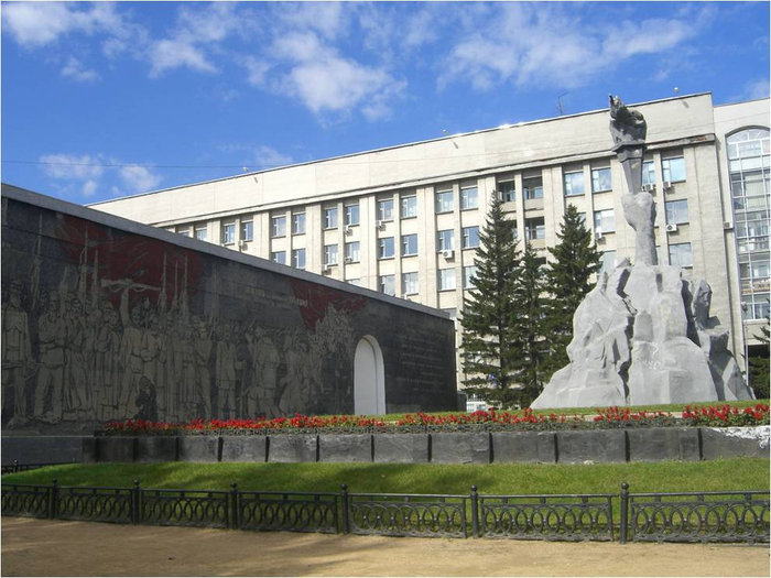 Сквер героев революции
