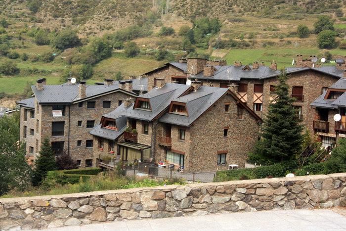 каменные домики в Андорре