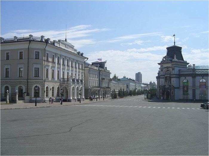 Вид на здание Гостиного двора (оно справа)