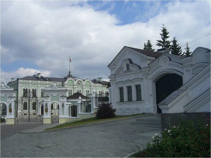 Вид на Губернаторский дворец