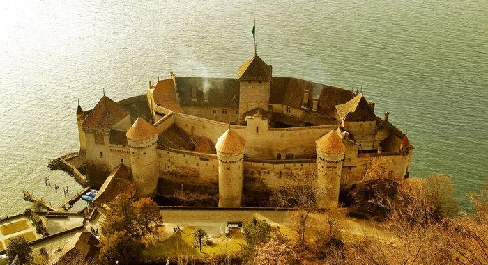 Шильонский замок — вид с эстакады автобана