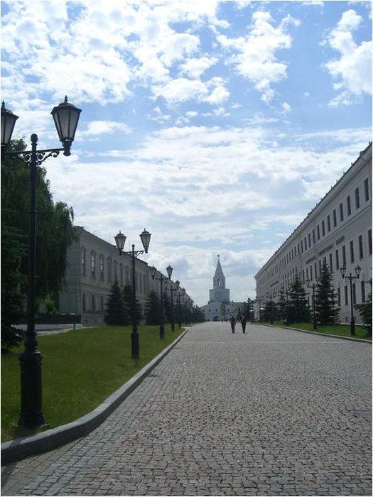 Здание Юнкерского училища справа