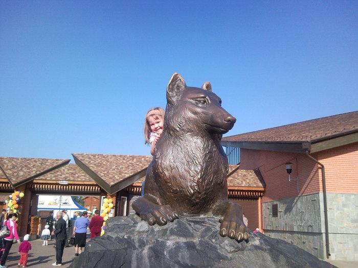 Символ Ижевского зоопарка. Дети обожают фотографироваться на нём верхом