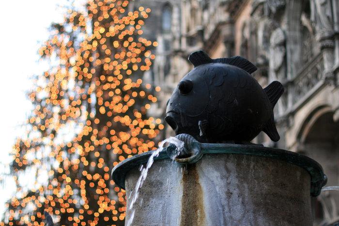 фонтан на Ратушной площади в Мюнхене