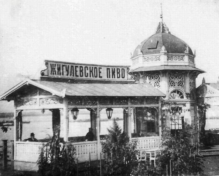Пивной павильон на набережной реки Волги (начало ХХ века)