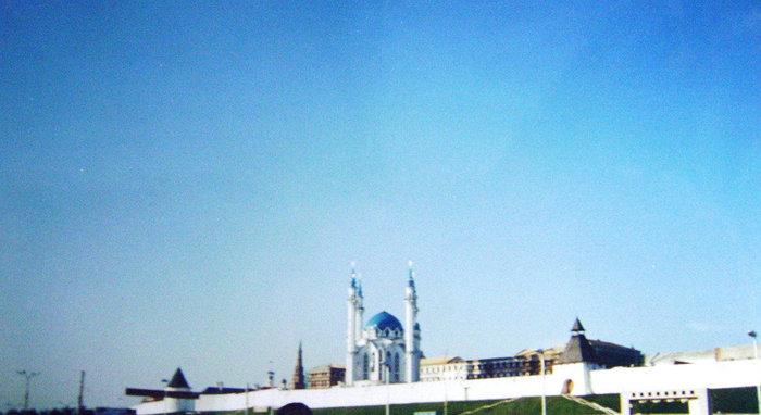 Возрожденная мечеть Кул Шариф (построена к 1000-летию Казани) — одна из святынь мусульман России — является религиозным, культурно-просветительским и мемориальным центром.