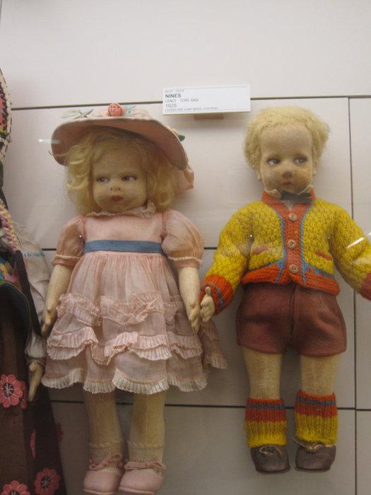 Здравствуйте! Мы вовсе не зомбаки из фильма ужасов, мы — твои любимые куколки!