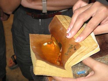 Так выглядит сусальное золото после работы кувалдой