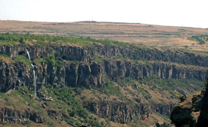 Скалы у монастыря Сагмосаванк