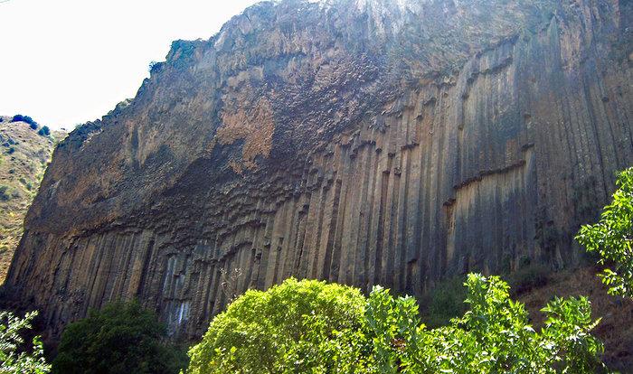 Необычные базальтовые образования около храма Гарни