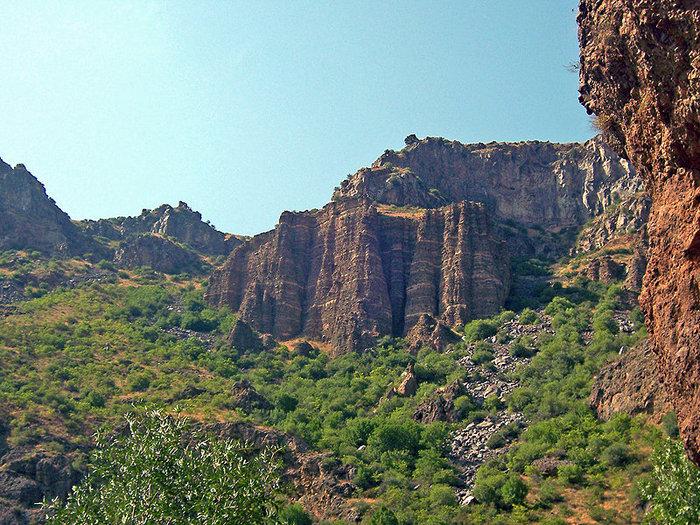Скалы у монастыря Гегард