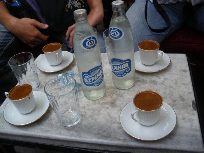 В кафе за чашкой кофе...