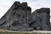 Аджимушкайские каменоломни. Когда в 1942 году город захватили немцы, часть советских войск оказалась отрезанной и заняла оборону внутри. Там же укрылось местное население.