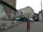 А здание музея украшает панно
