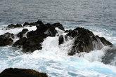 океан, омывающий куски застывшей лавы
