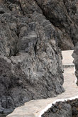 дорожка среди застывшей лавы