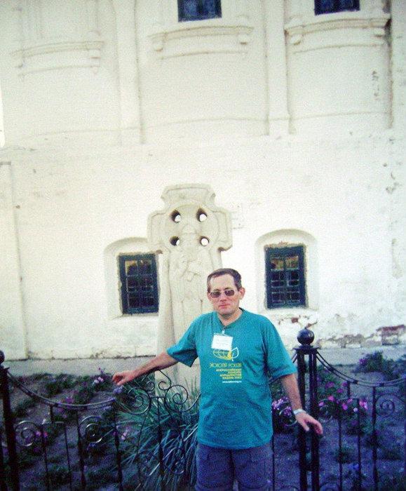 У стены Успенского собора находится крест-надгробие святителя Германа — основателя Успенского Богородицкого мужского монастыря