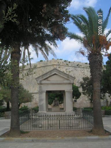 Маркизова гробница в садах