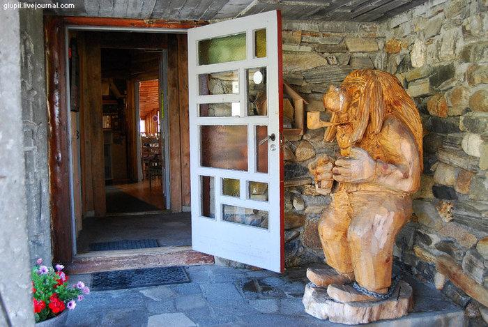 Вход в административный корпус, тут находятся ресепшен и ресторан.
