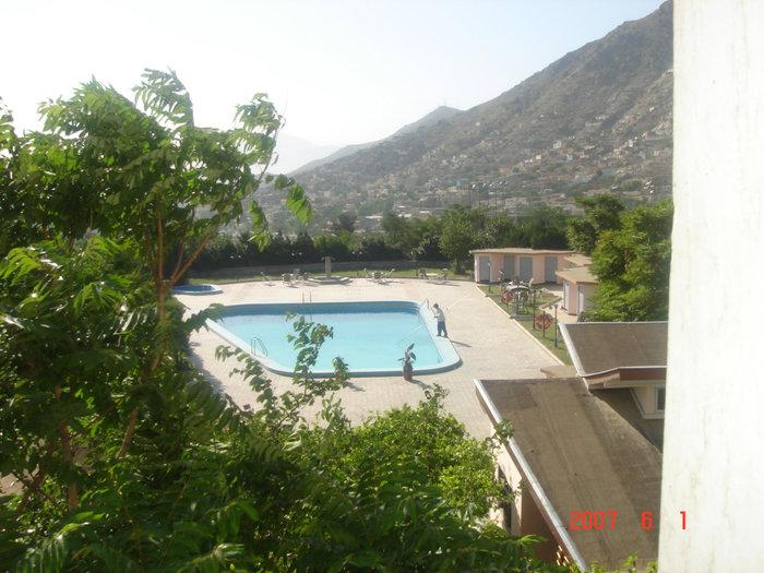 Открытый бассейн на территории отеля (для проживающих бесплатно).