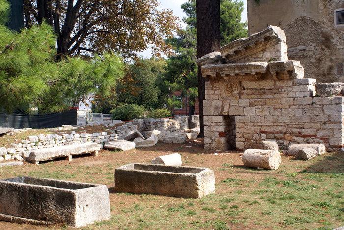 Руины в Порече