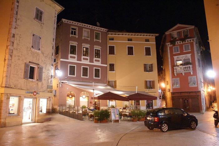 Ночная улочка в Ровине