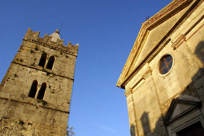 Башня и собор в Хуме