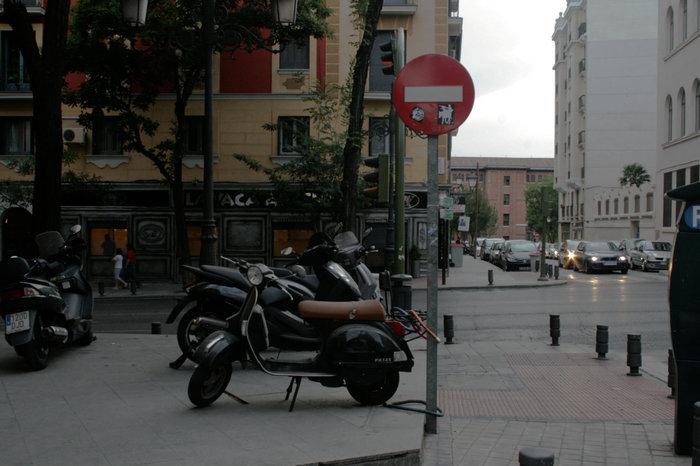 эх! редкий счастливец в Мадриде паркуется не под землей