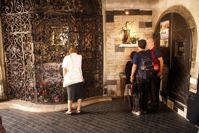 Чудотворная икона в Каменных вратах Загреба
