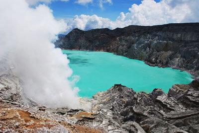 озеров кратере Кава-Иджена