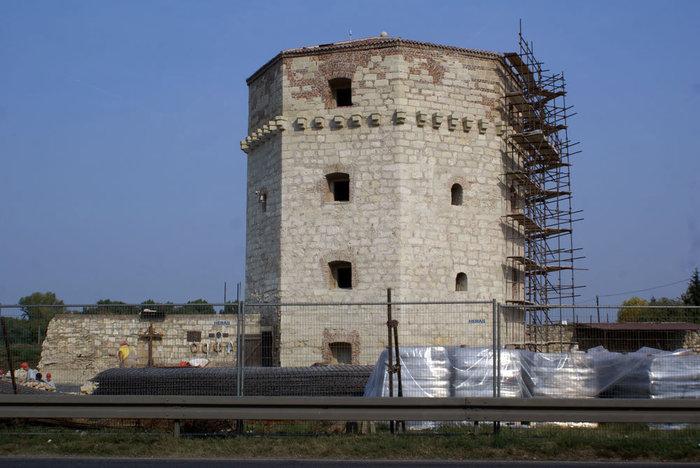 Идет реставрация нижней крепости