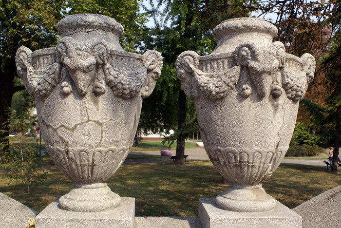 Две вазы