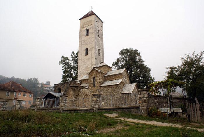 Церковь Петра и Павла в поселке Биело Поле