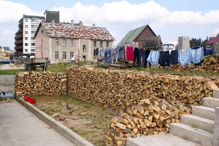 В поселке Жабляк уже готовятся к зиме.