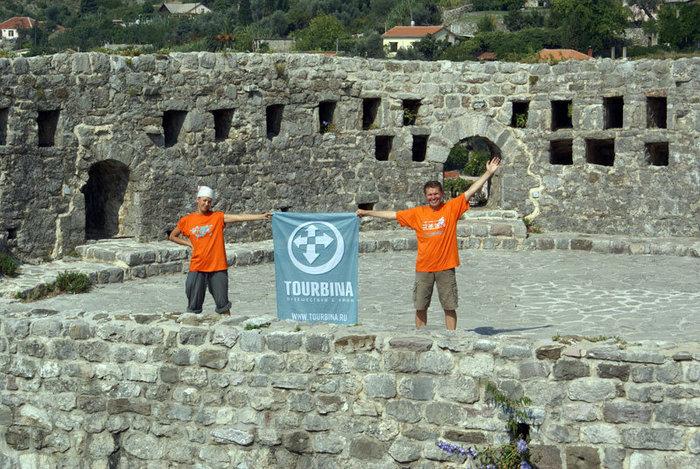 Саша Богомолова и Валерий Шанин в крепости в Старом Баре