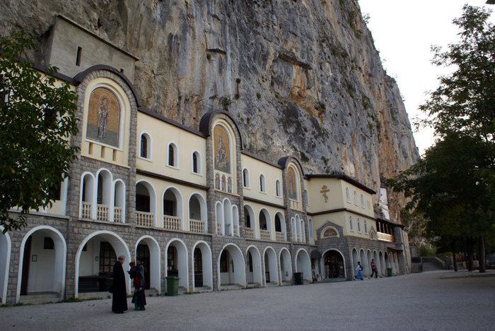 Раннее утро в монастыре Острог