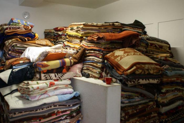 Одеяла для паломников в мсонастыре Острог