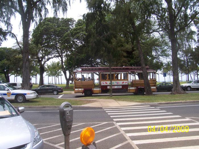 Маршрутный туристский автобус Waikiki Trolley